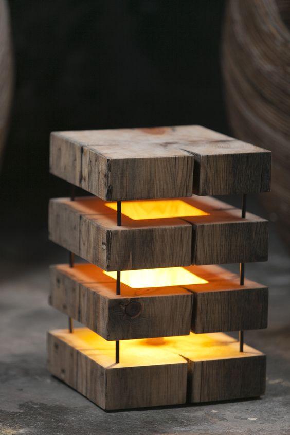 Lampe en bois brute - Astucesenligne.fr