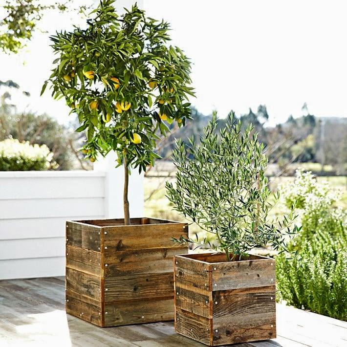 Pots de fleurs en bois de palettes - astucesenligne.fr