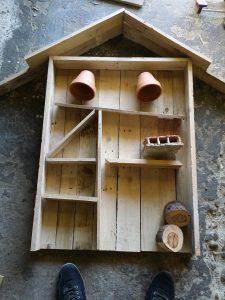 Hotel à insectes en bois recyclé