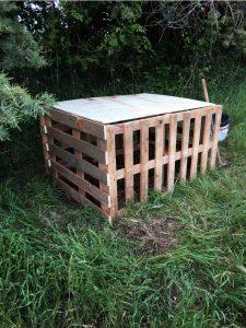 fabriquer un composteur en bois de palettes astuces en ligne. Black Bedroom Furniture Sets. Home Design Ideas
